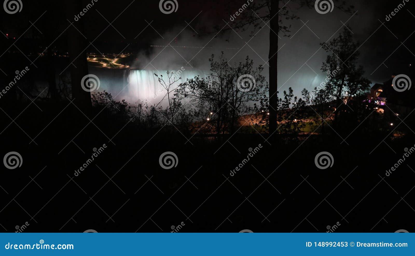 Ночь на Ниагарском Водопаде