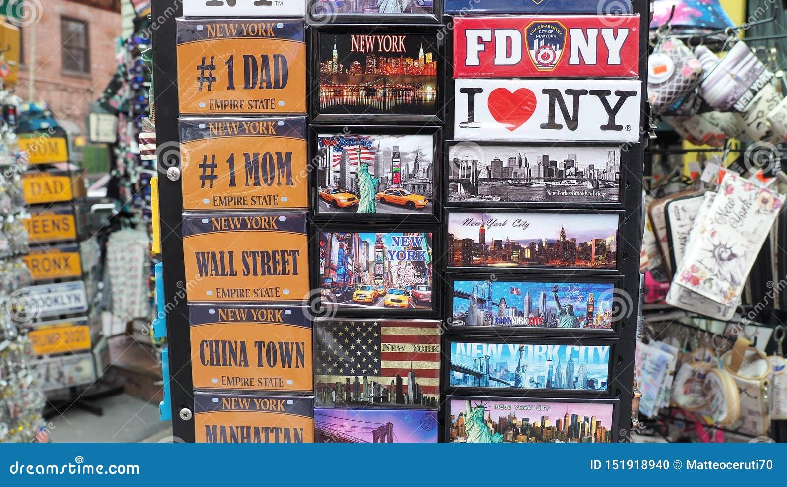 Нью-Йорк, NY, США Собрание магнитов, который нужно продать к туристам