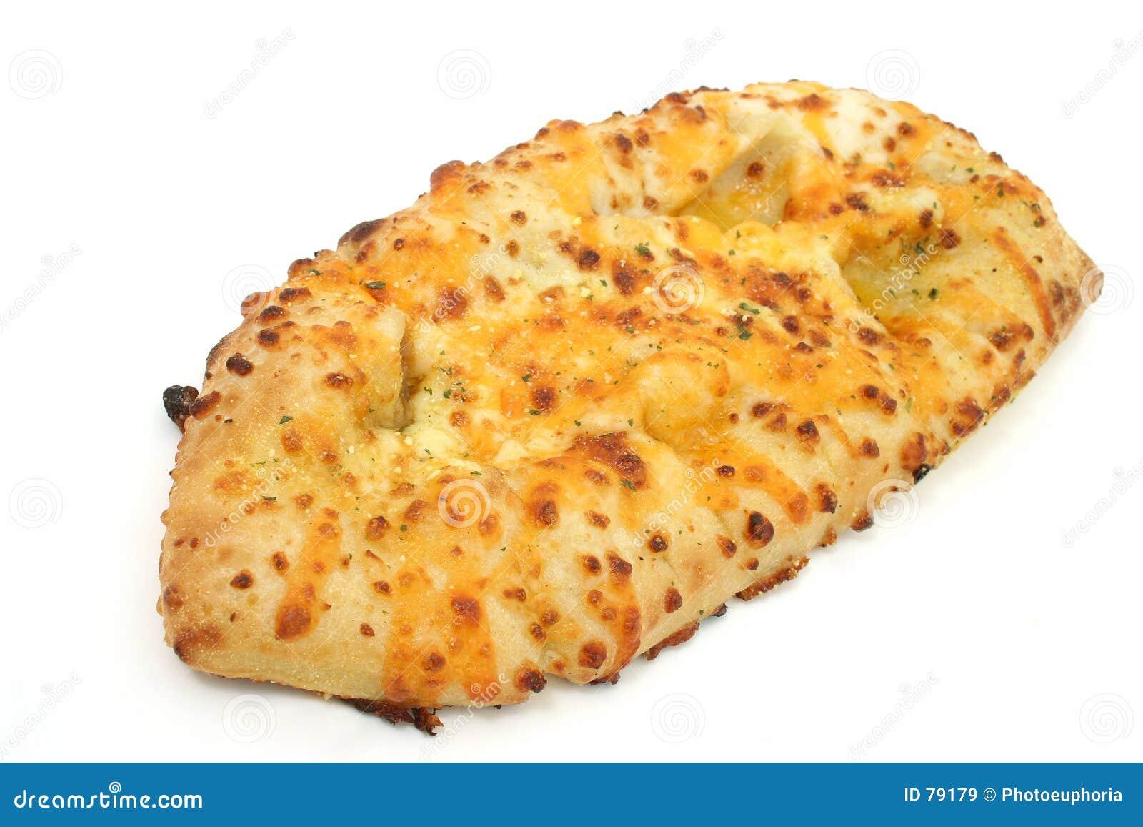 обвалите чеснок в сухарях сыра