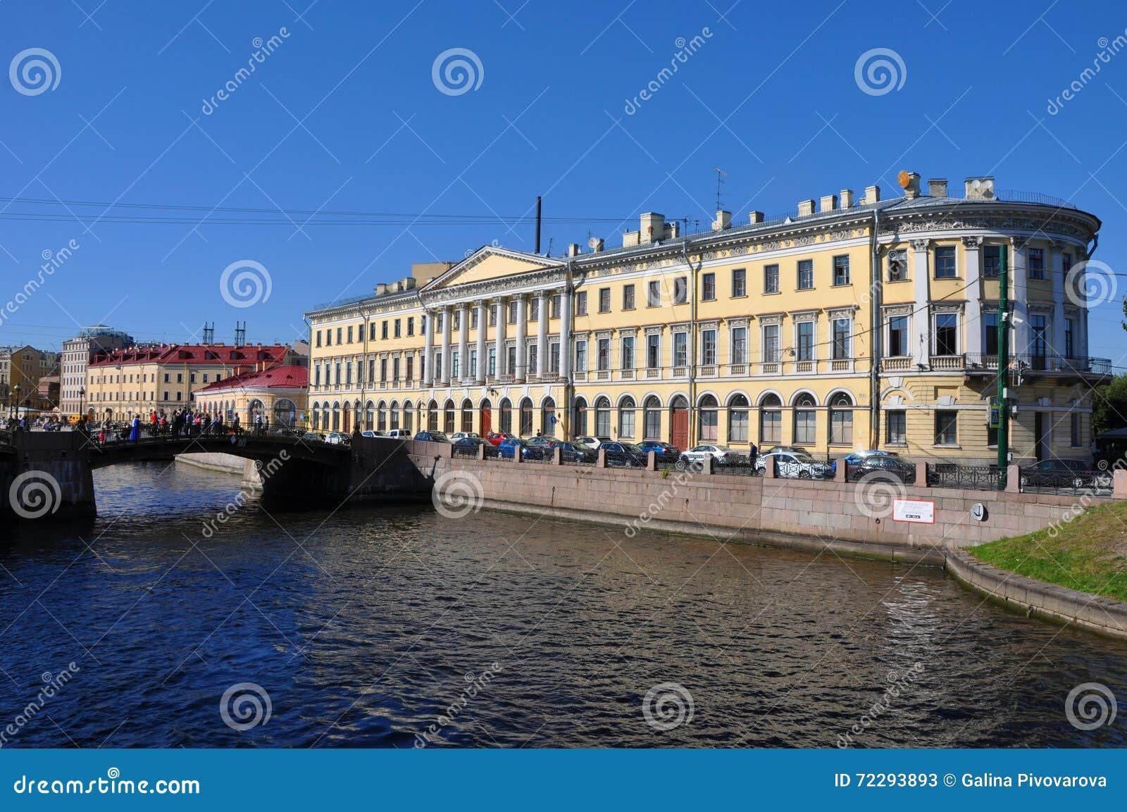 Download Обваловка Fontanka реки в Санкт-Петербурге Стоковое Изображение - изображение насчитывающей художничества, склонение: 72293893