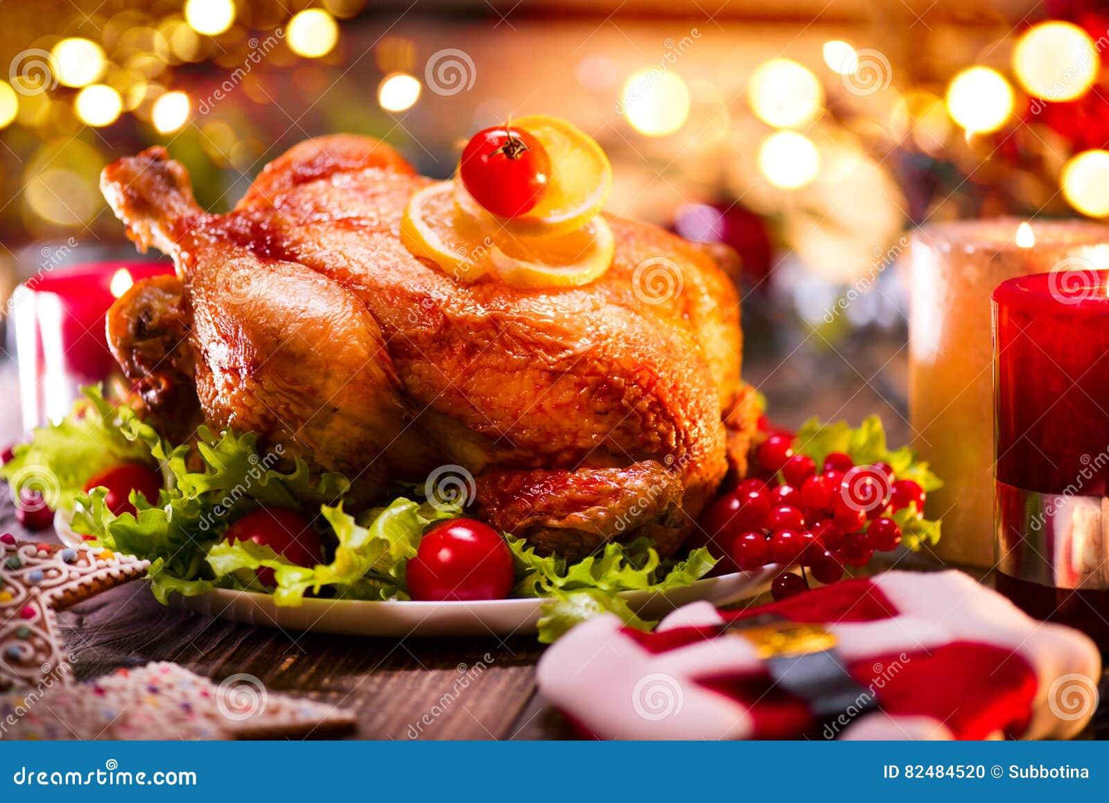 Обедающий семьи рождества Праздник рождества украсил таблицу с индюком