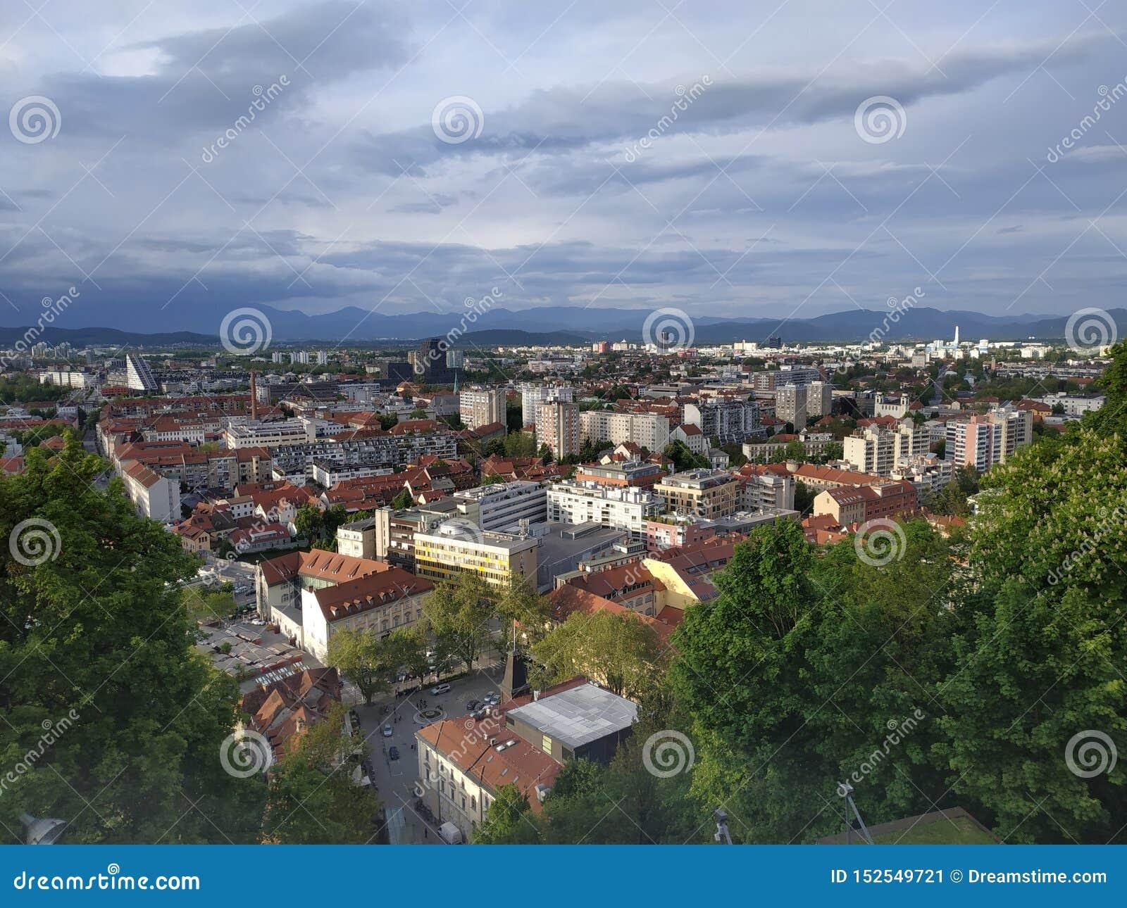 Обзор ландшафта города Словении