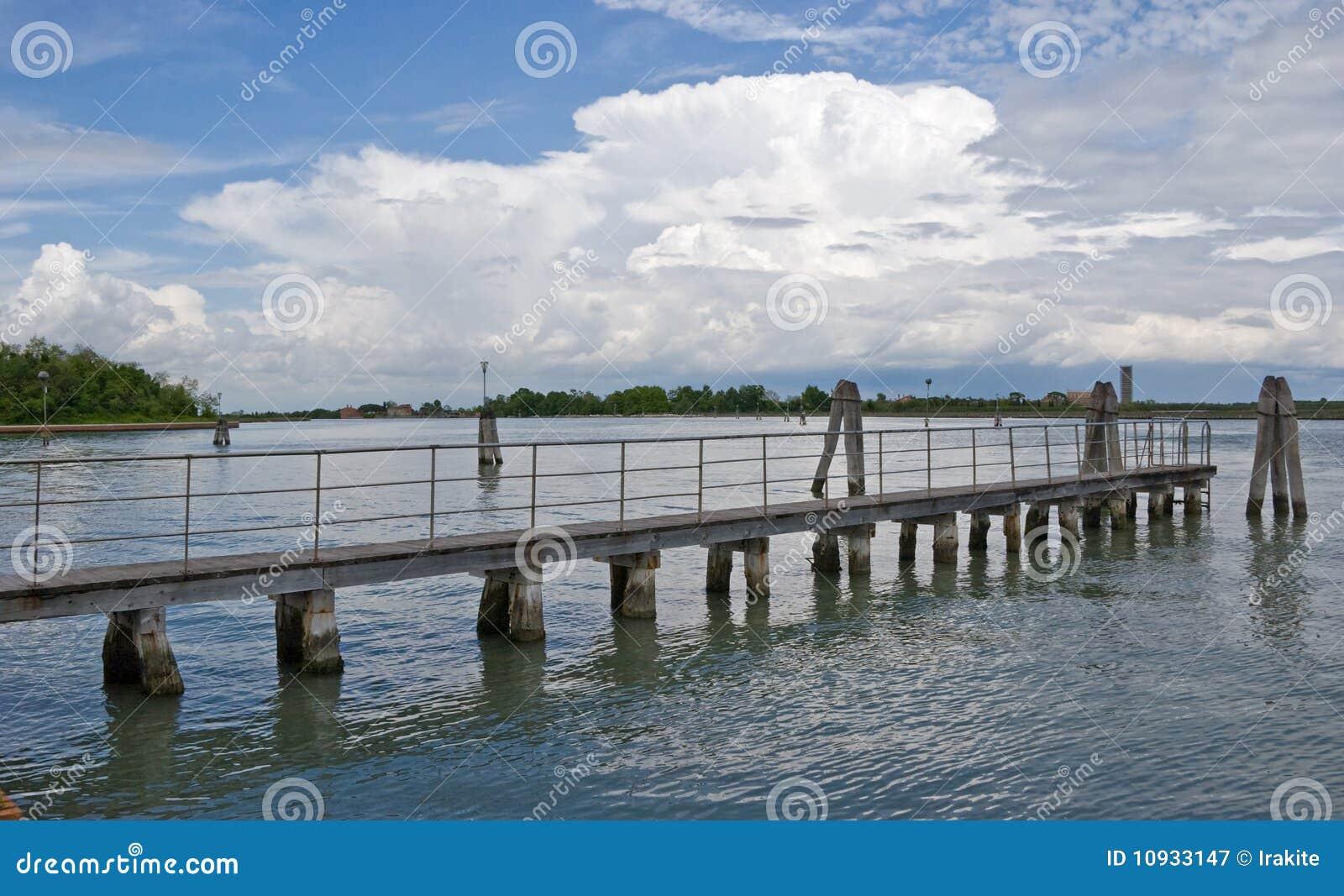 облака моста к