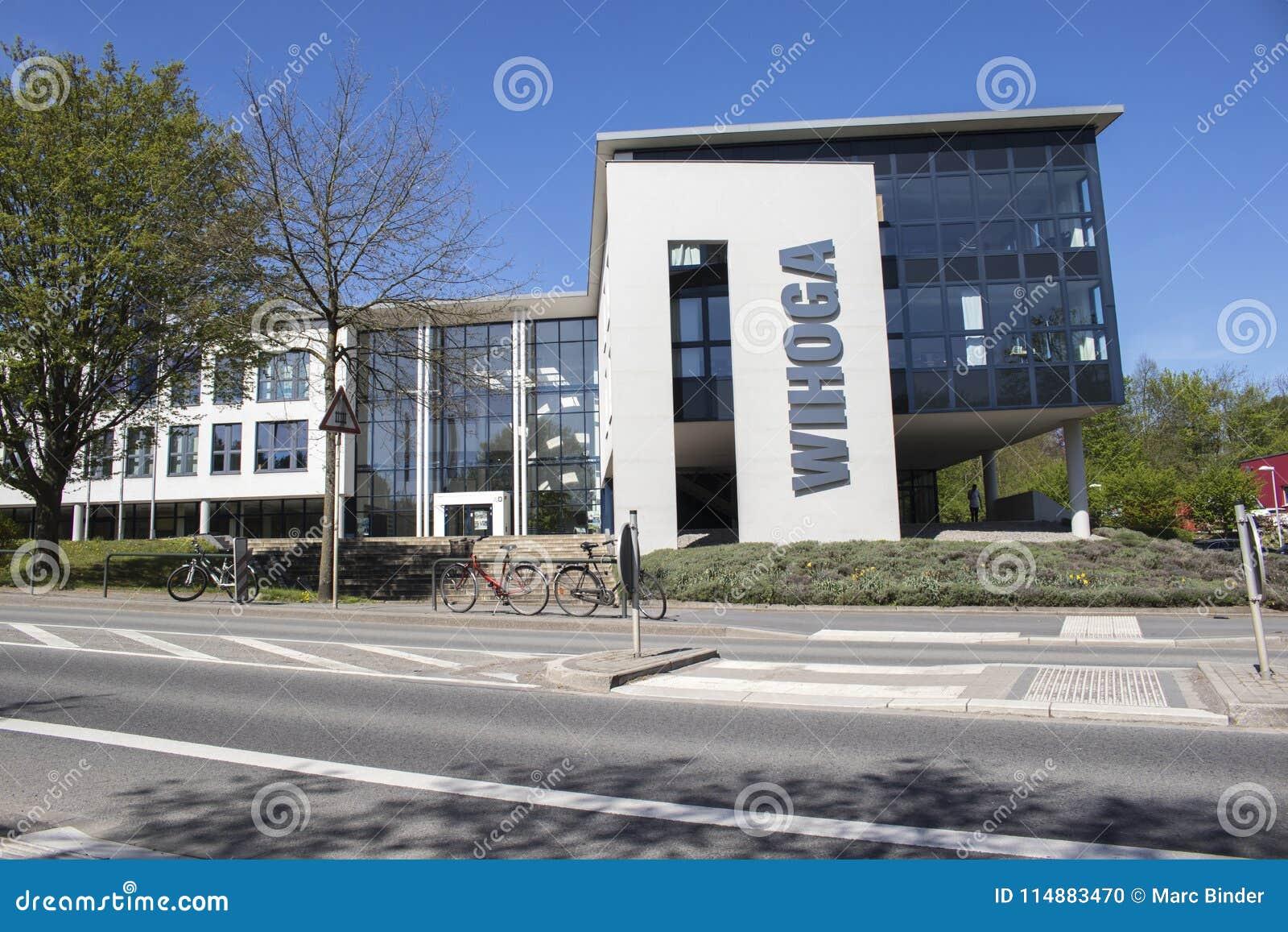 Область Дортмунда, Рура, северный Рейн Вестфалия, Германия - 16-ое апреля 2018: Коммерческие школы для гостиничной отрасли, гастр