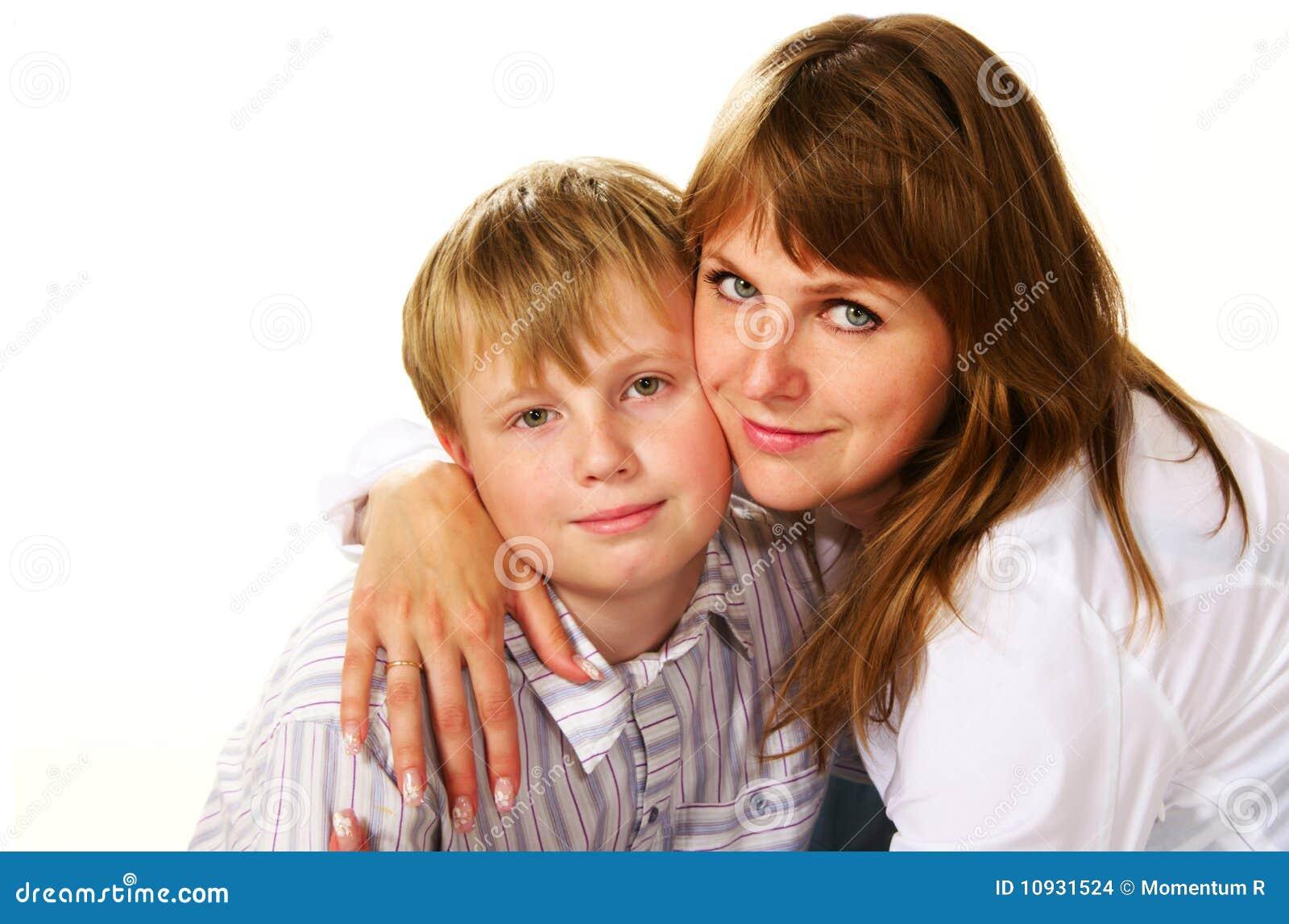 обнимать ее сынка мати