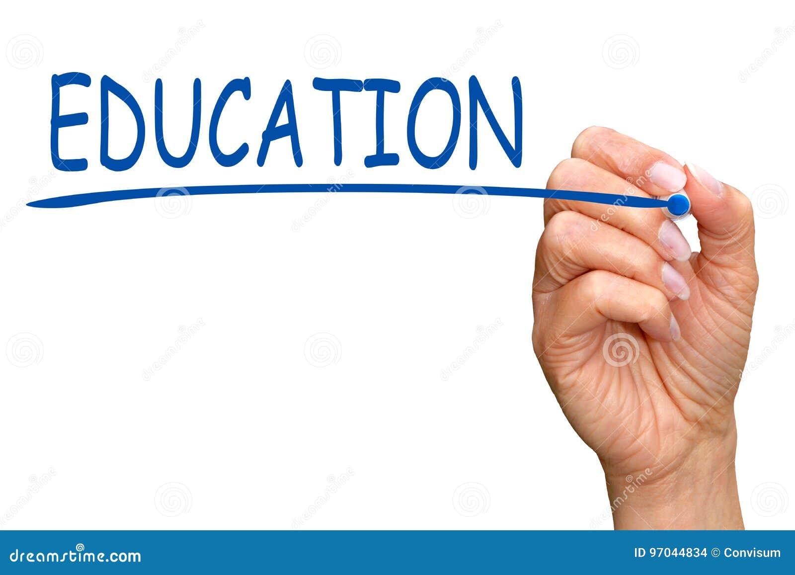 Образование - женская рука с голубым текстом сочинительства отметки