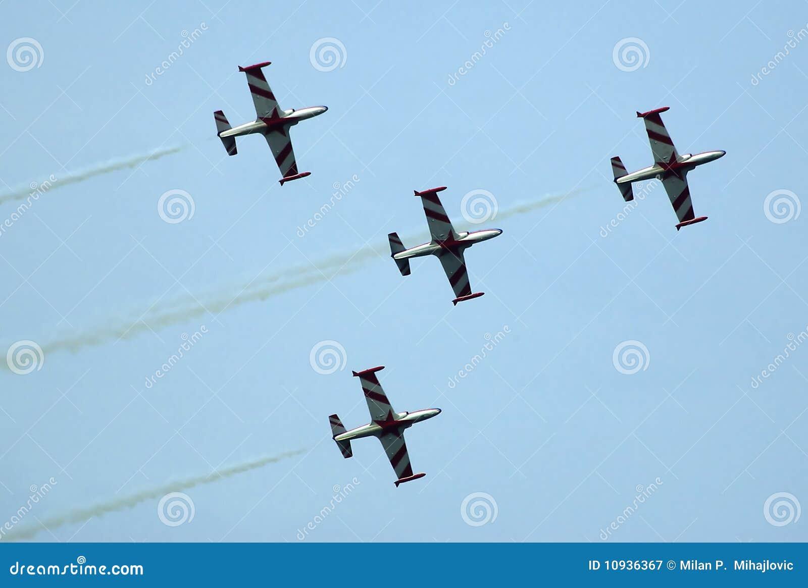 образование штурма 4 самолетов