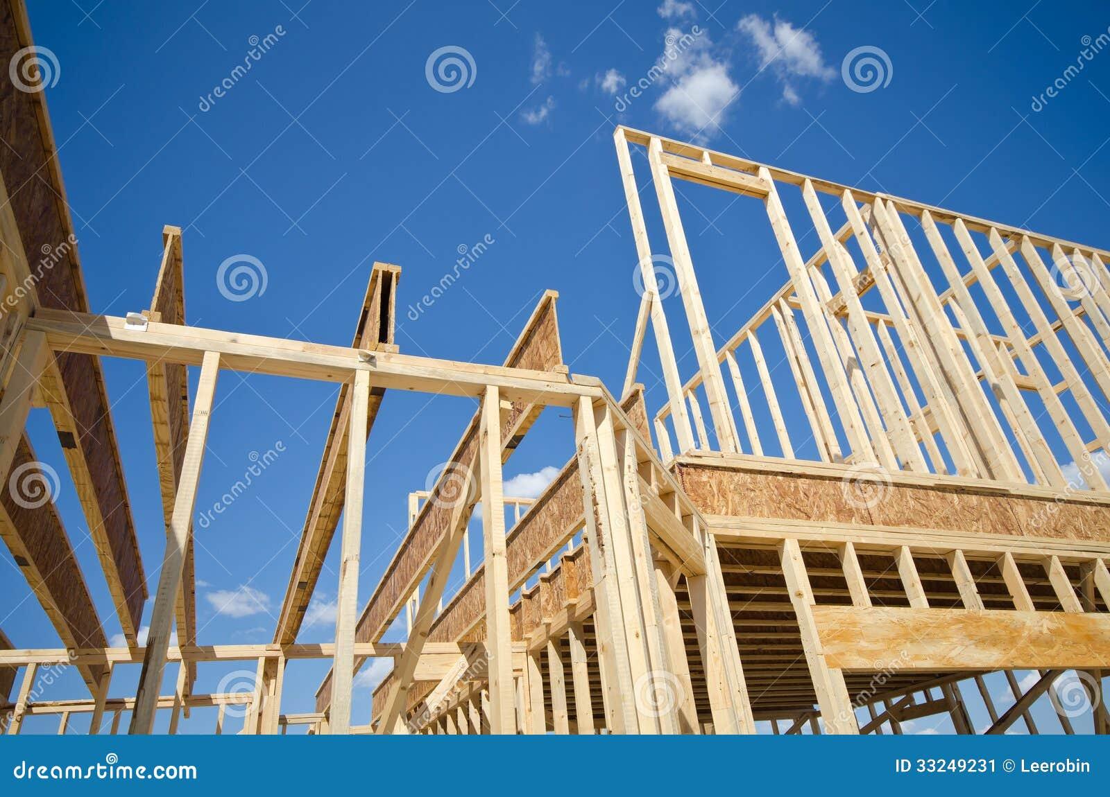 Обрамлять дома нового строительства