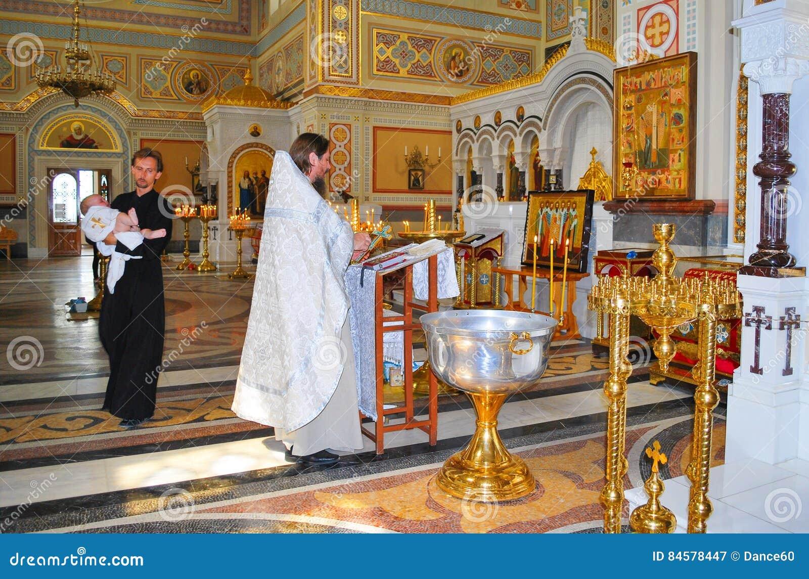 Обряд крещения ребенка в Христианстве