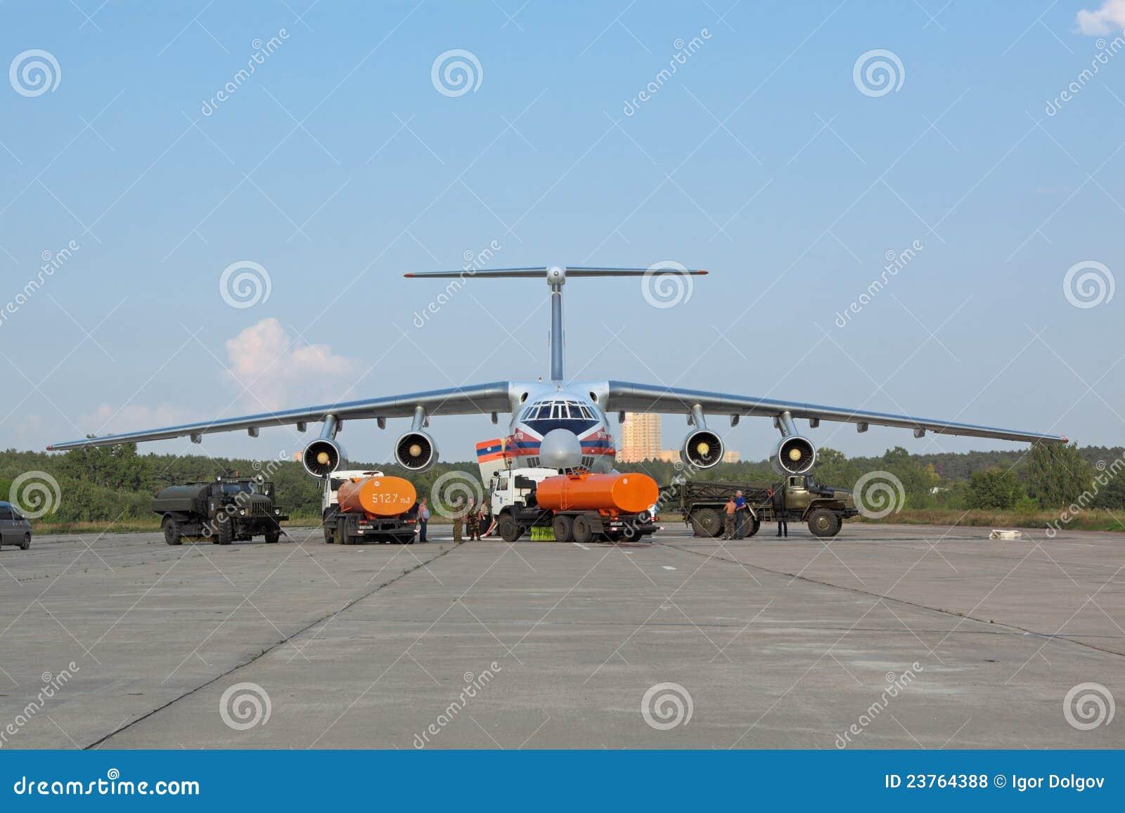 обслуживать воздушных судн