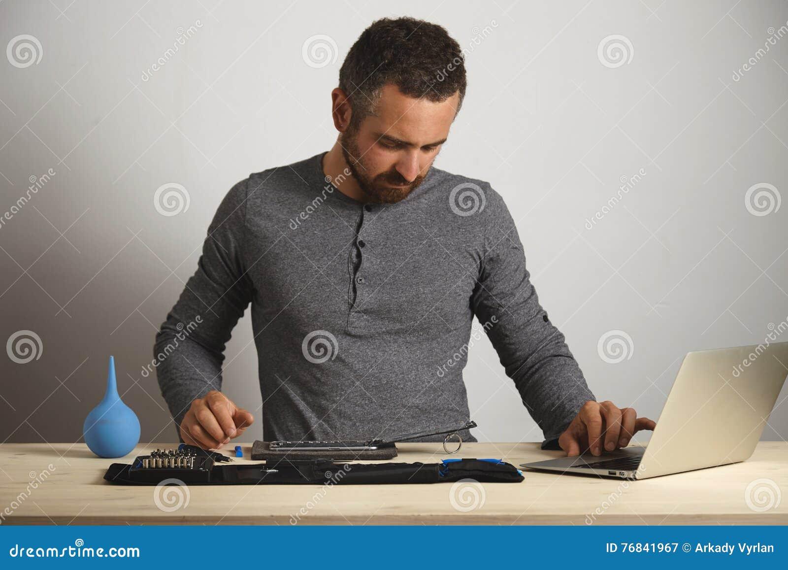 Обслуживание repairment компьютера и телефона