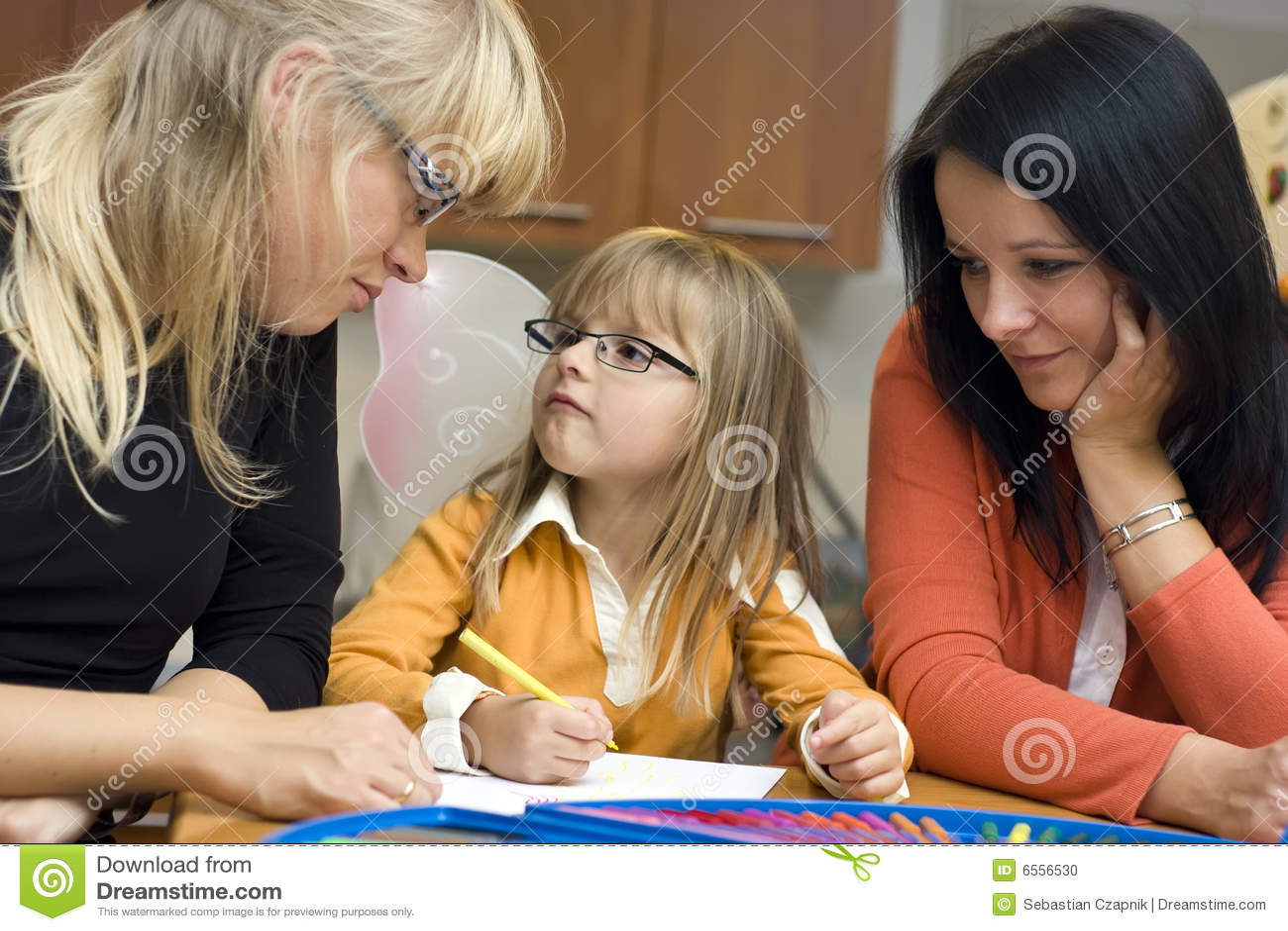 обучать семьи