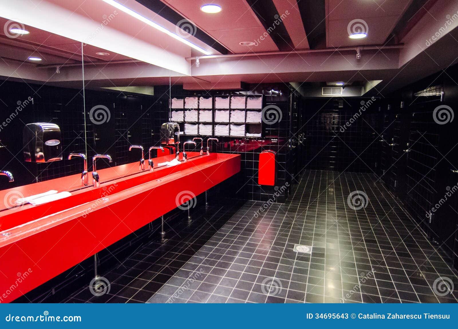 Общественная ванная комната
