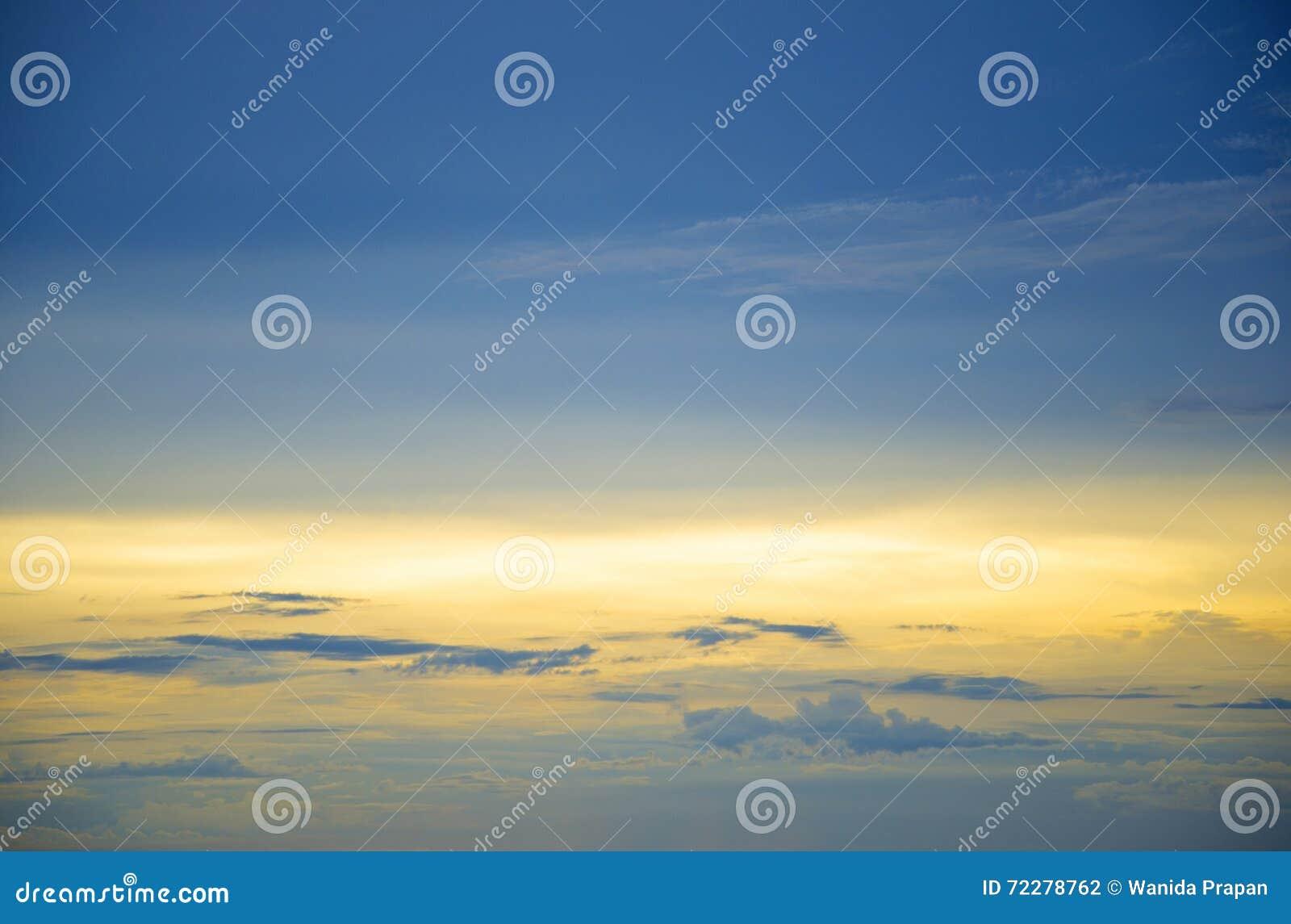 Download Облака в заходе солнца голубого неба, Таиланд Стоковое Фото - изображение насчитывающей напольно, пасмурность: 72278762