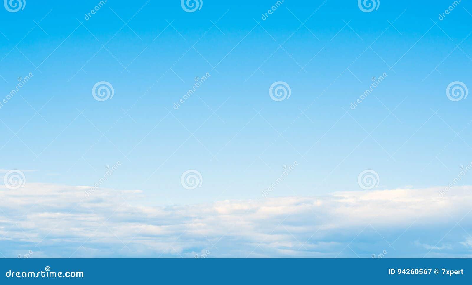 Облака ясности атмосферы неба