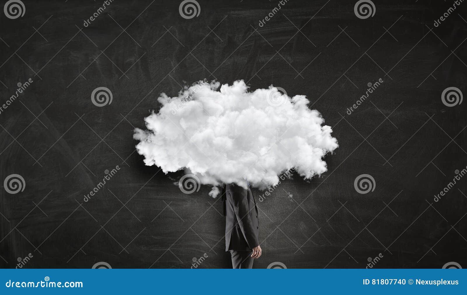 Облако возглавило человека Мультимедиа