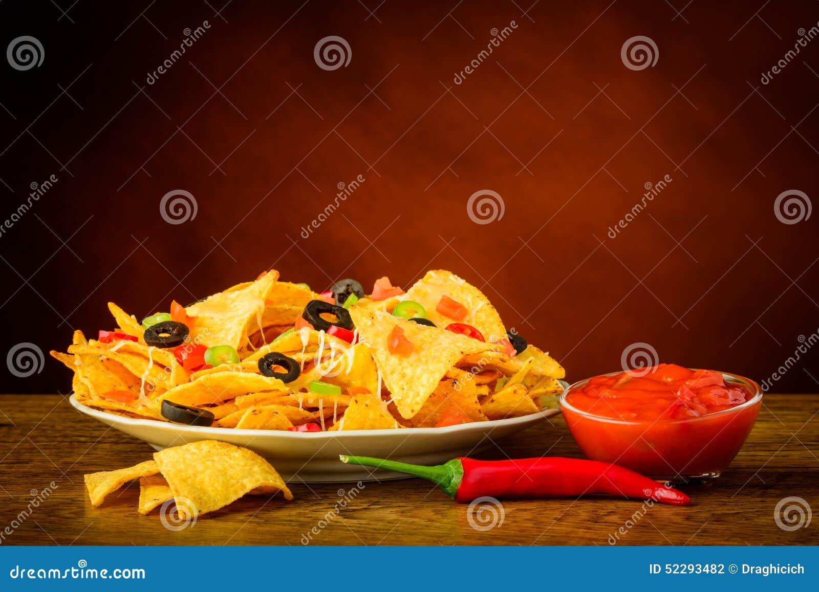 Обломоки Tortilla и погружение сальсы