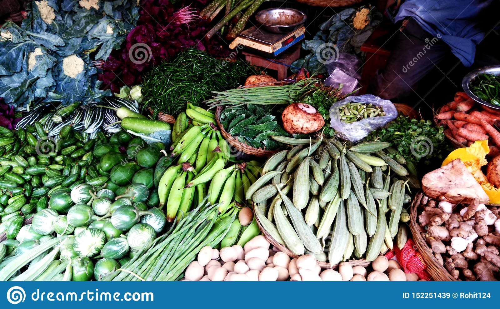 Овощи деревни в магазине рынка
