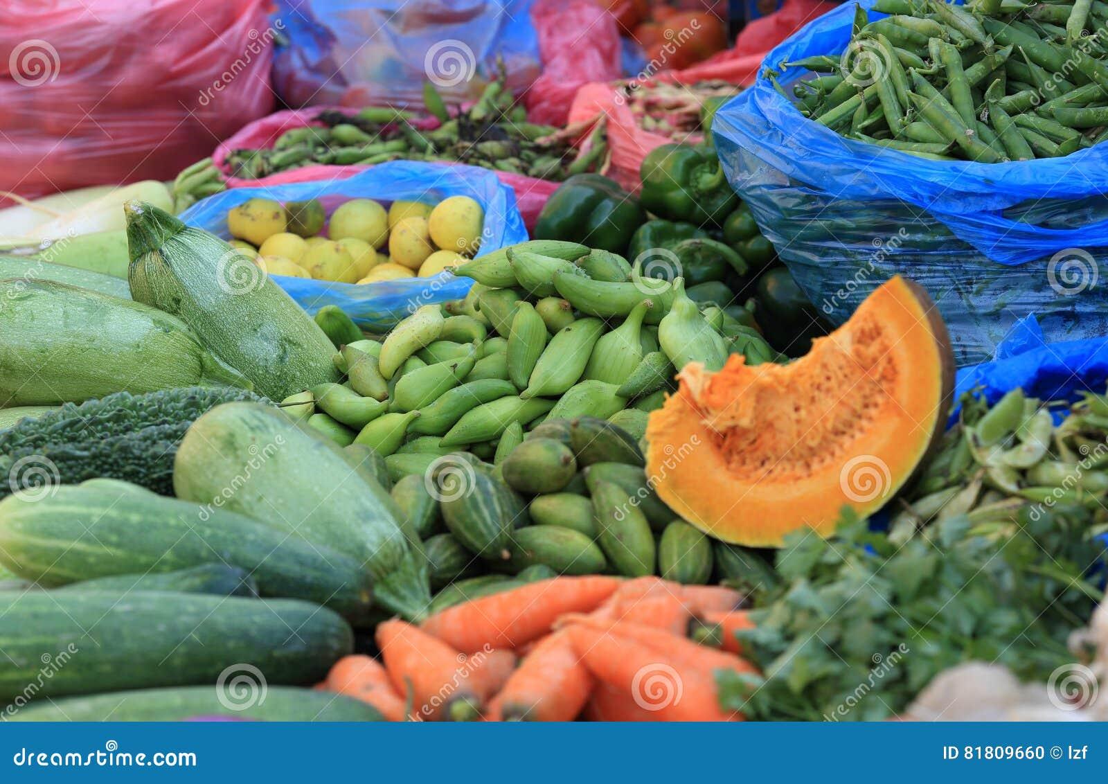 овощи продавая на магазине улицы