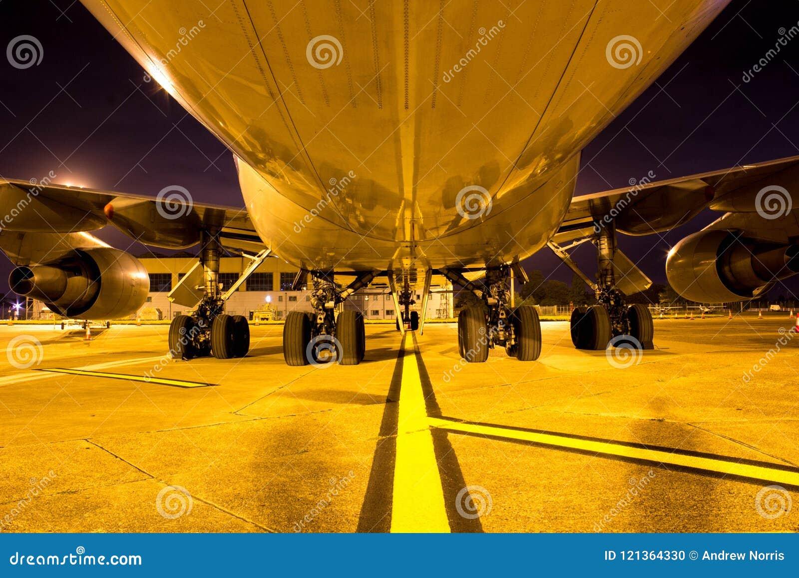Огромное воздушное судно Боинга 747, один из ai мира самого красивого