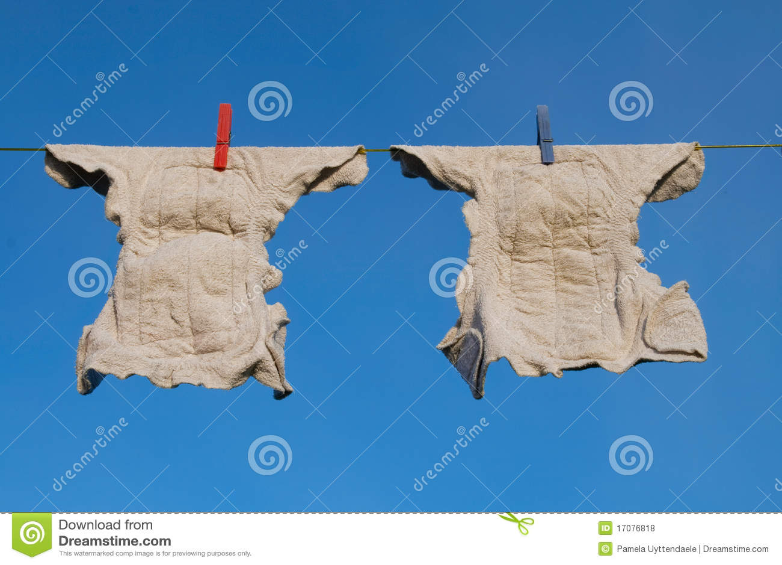одевает линию пеленок