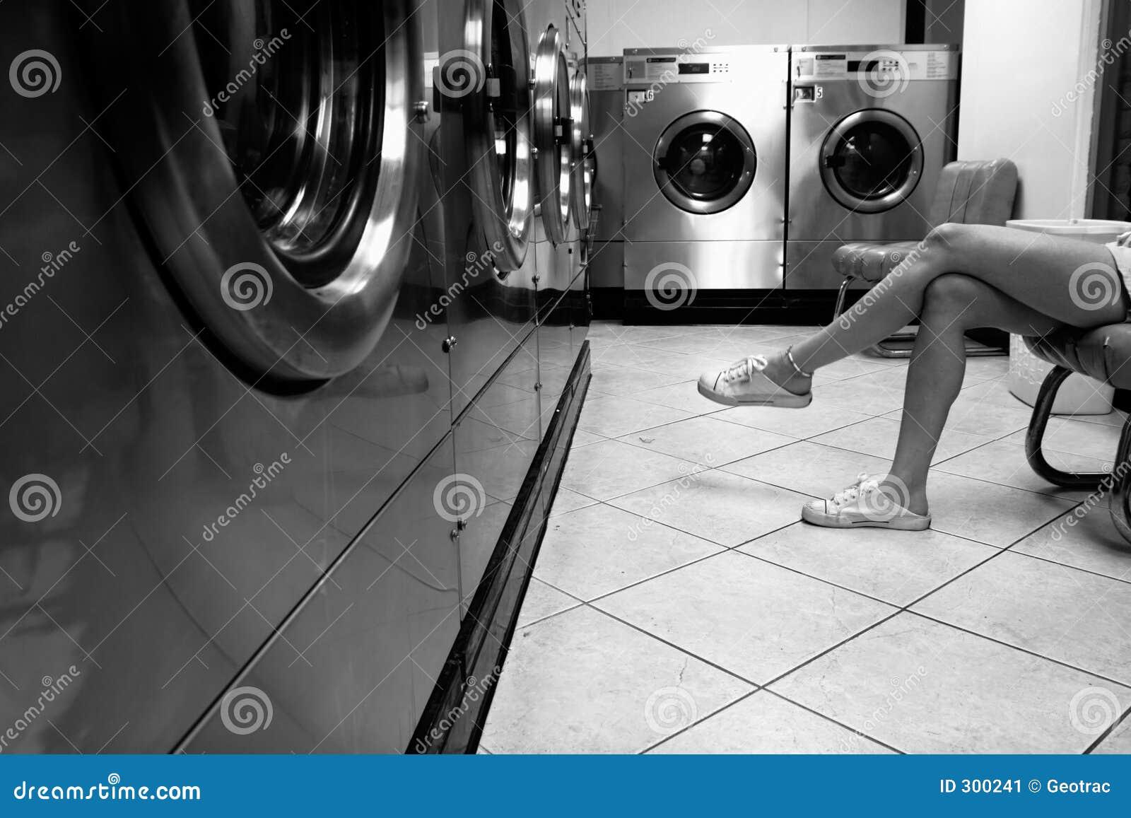 одежды сушат к ждать