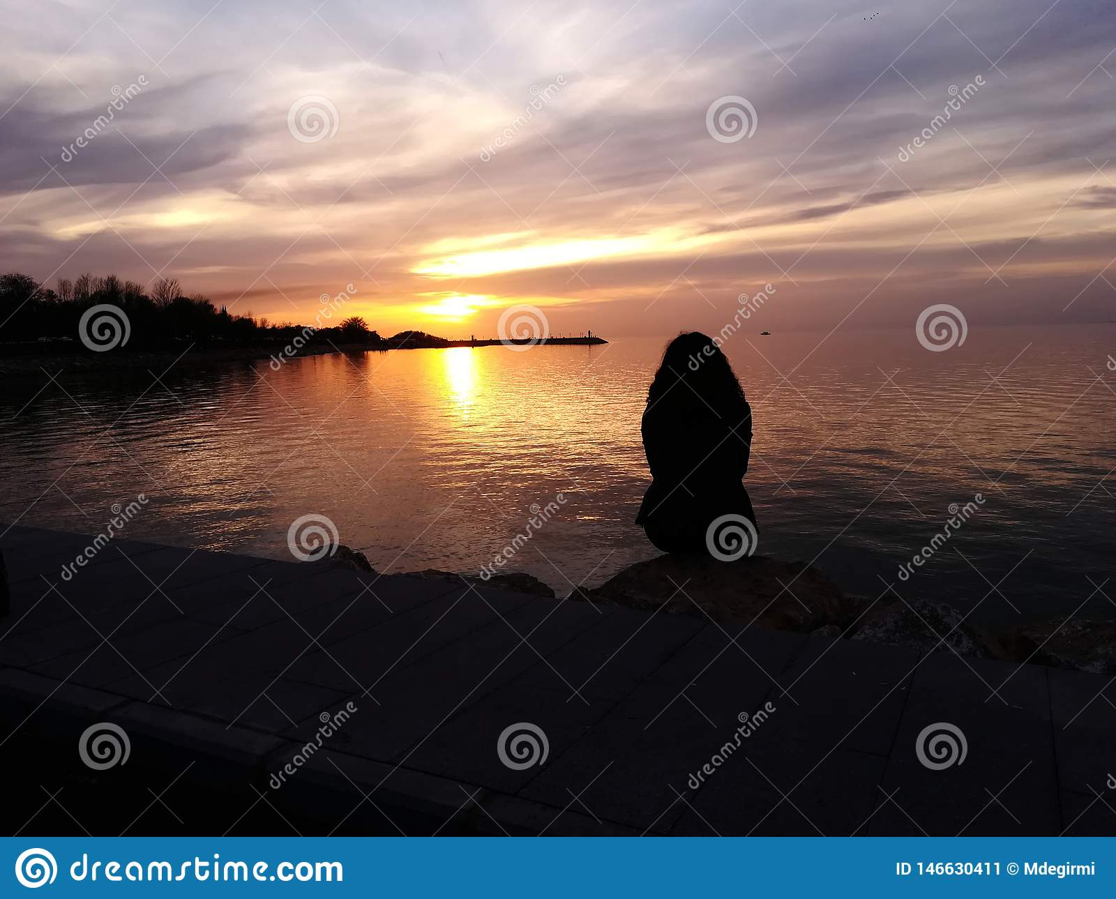 Одиночество и заход солнца