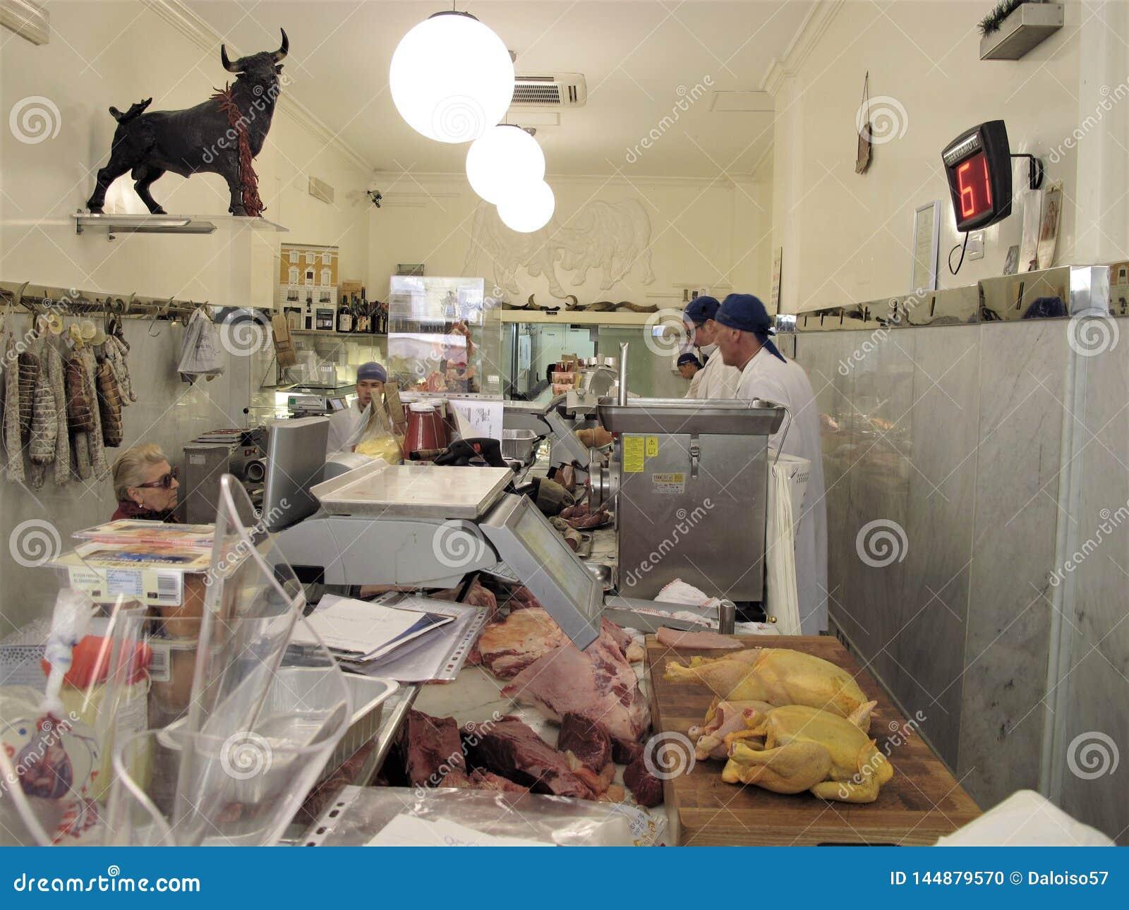 Один из самого лучшего магазина мясников в Риме