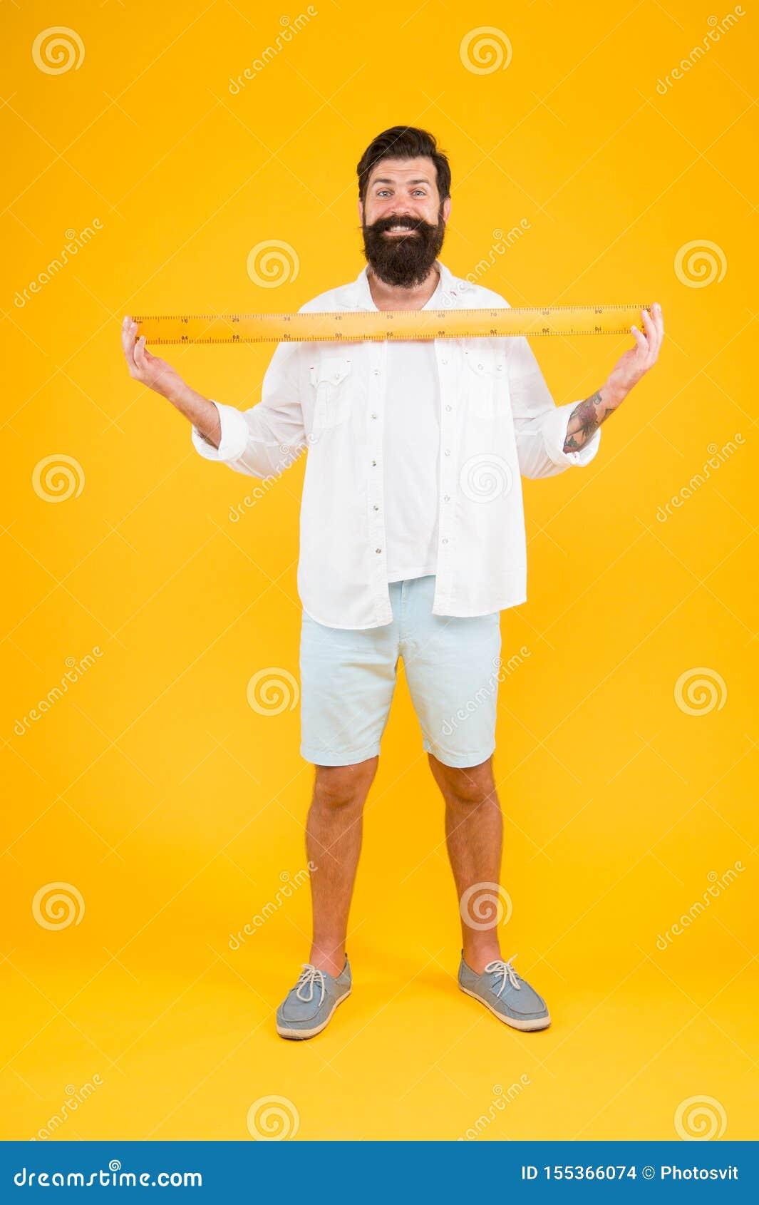 Один метр Правитель удерживания хипстера человека бородатый Длина измерения Определять размер высокорослое и длину Большой размер