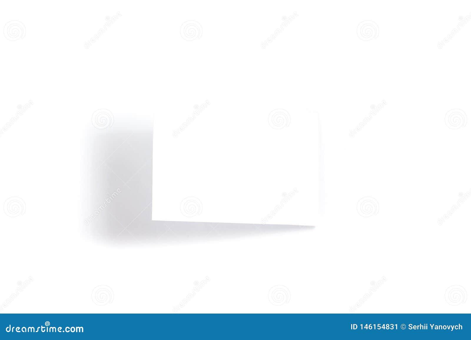 Один пустой белый модель-макет летчика/приглашения открытки на белой предпосылке