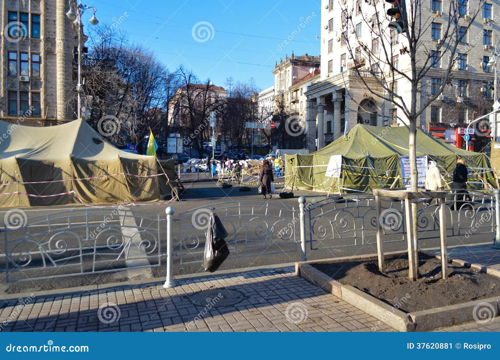 26-ое декабря 2013 Киев, Украина: Euromaidan, Maydan, detailes Maidan баррикад и шатров на улице Khreshchatik