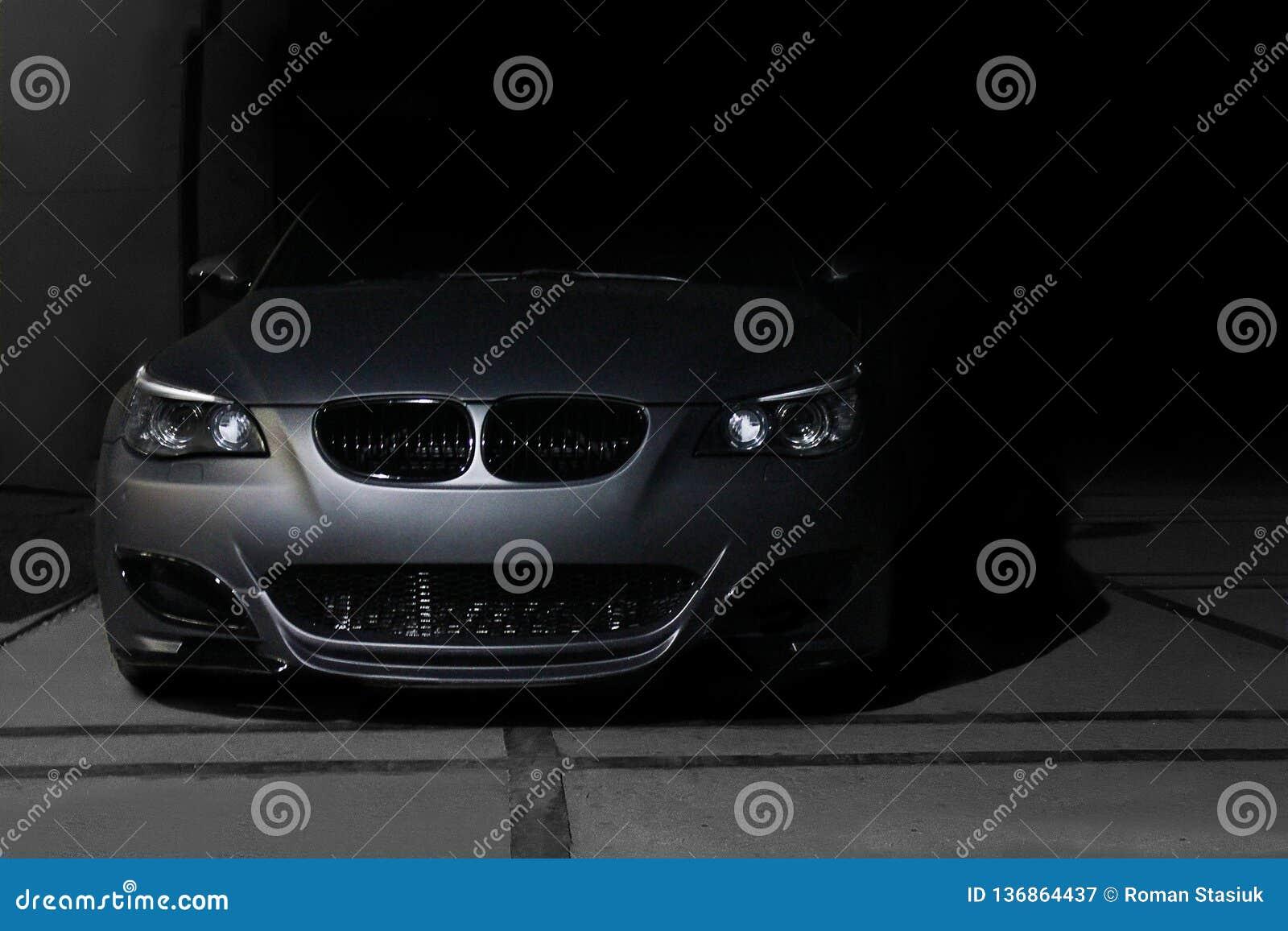 12-ое ноября 2013, Украина, Киев; Motorsport M5 E60 платины BMW speedway Автомобиль в тени