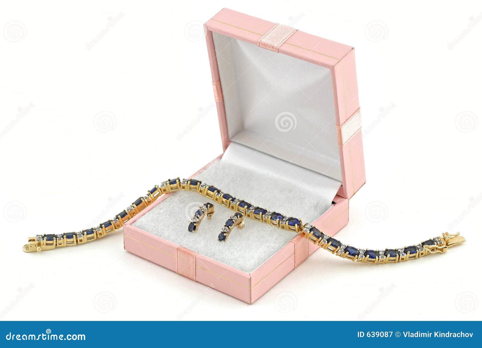 Download ожерелье Jewelery золота серег коробки Стоковое Изображение - изображение насчитывающей захват, износ: 639087