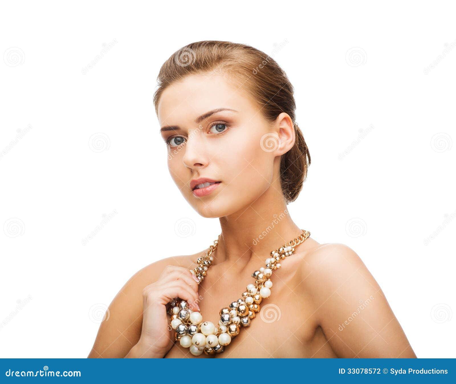 Фото девушек в белый жемчуг