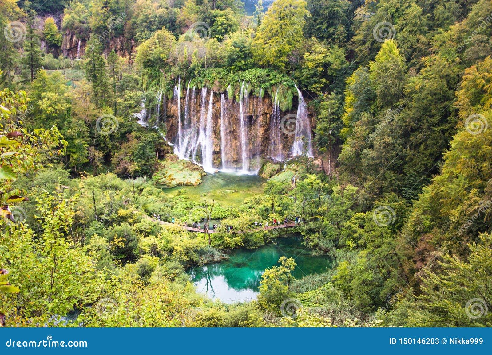Озера национальный парк Plitvice, Хорватия Красивый водопад и ландшафт озера национального парка озер Plitvice