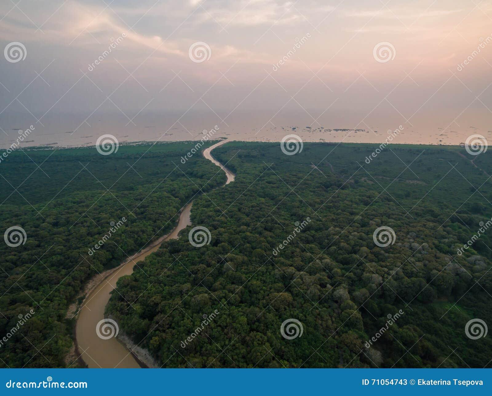 Озеро подрыв Tonle