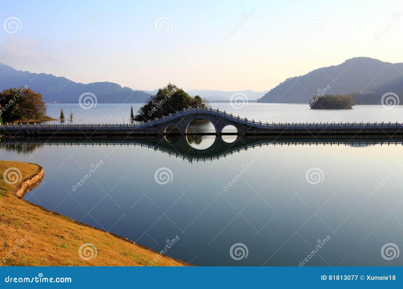 Озеро в зиме