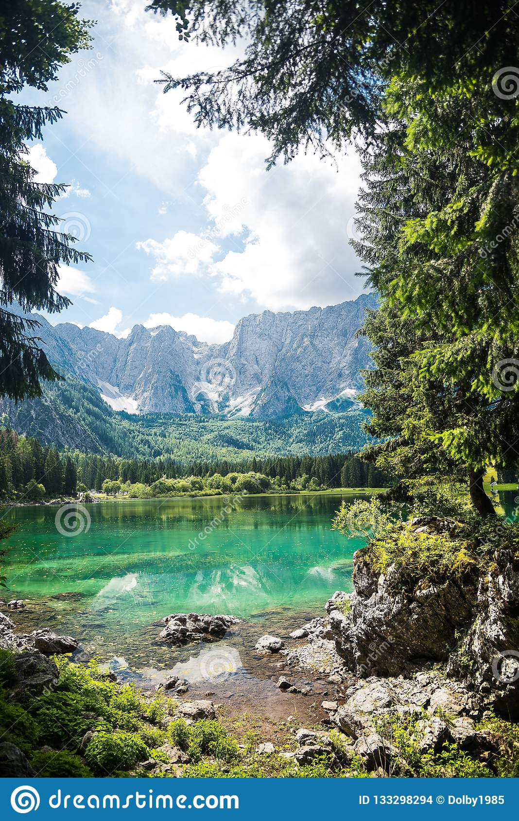 Озеро горы лета