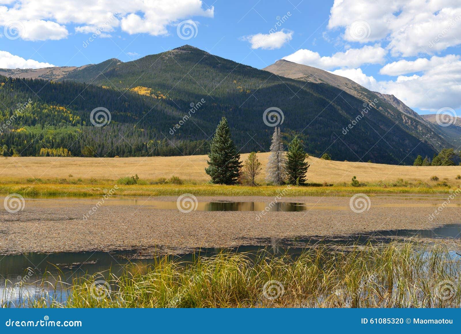 Озеро гор осени