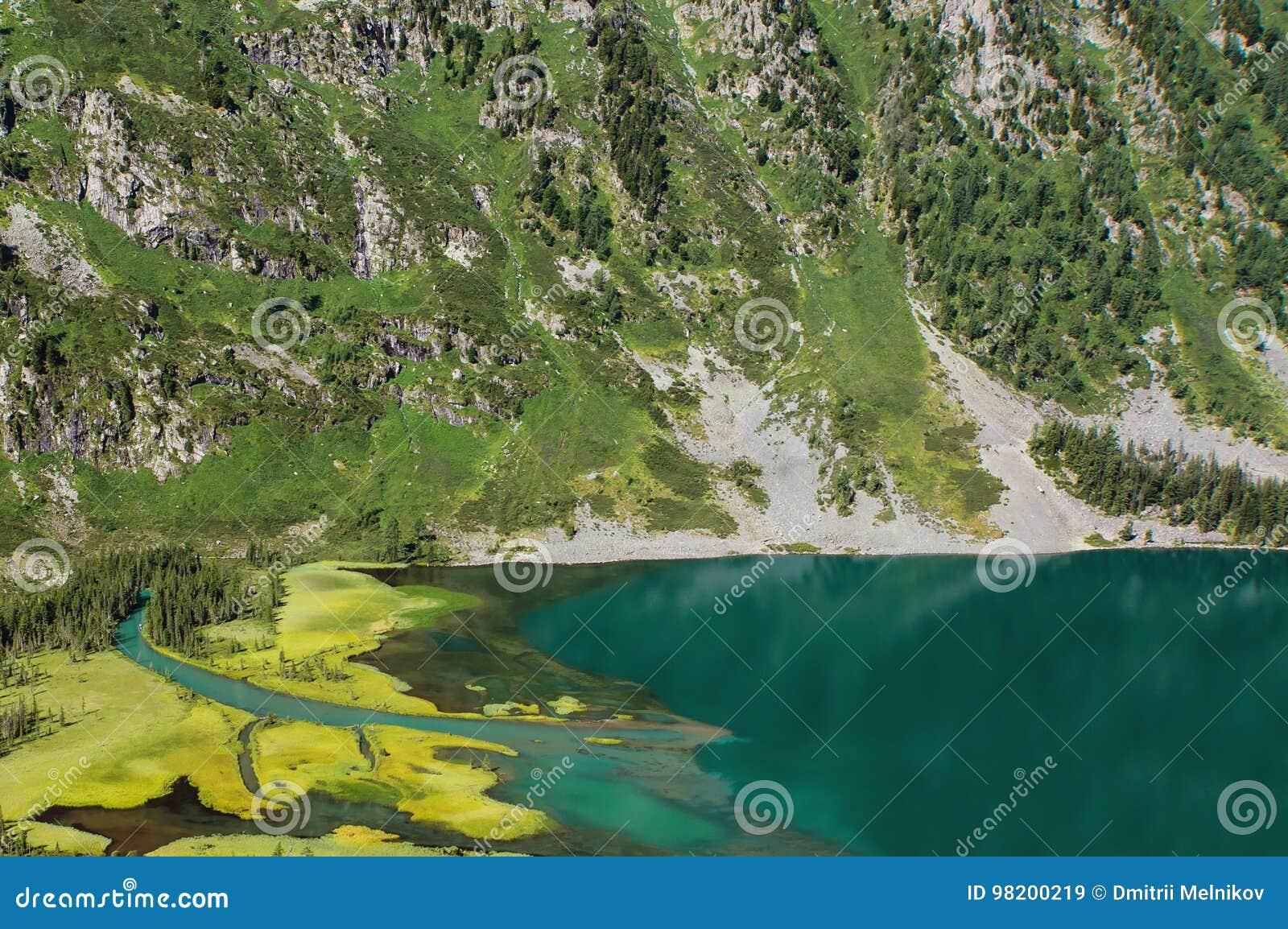 Download Озеро гор, Россия, Сибирь стоковое изображение. изображение насчитывающей также - 98200219