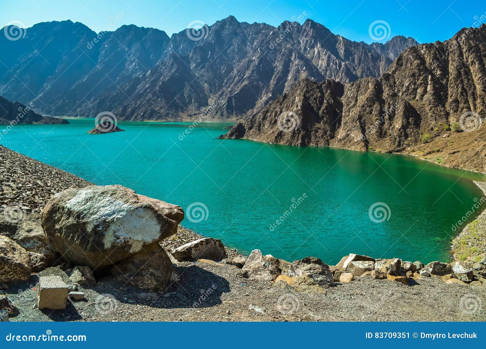 Озеро зелен запруды Hatta