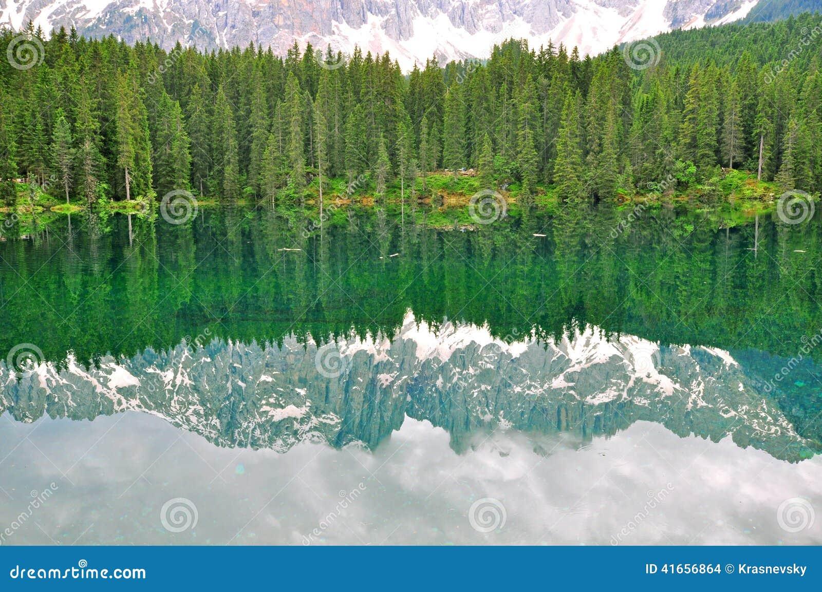 озеро Италии carezza