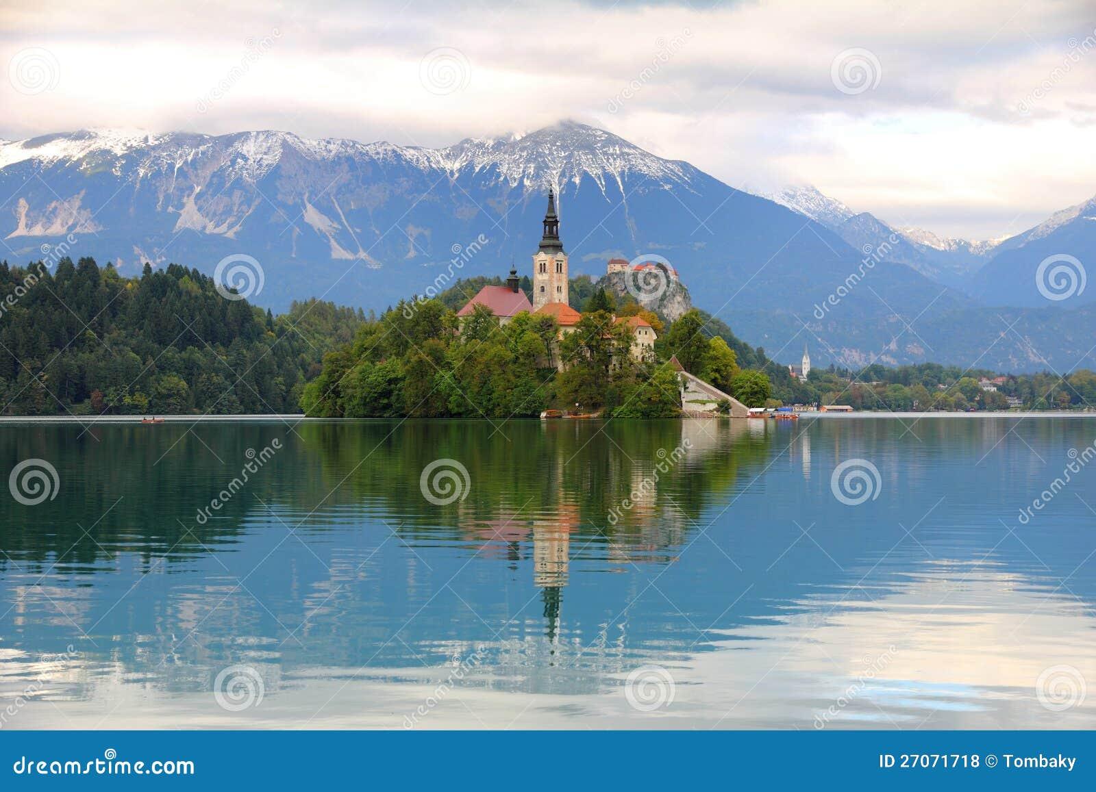 Озеро кровоточенное с островом, Словенией