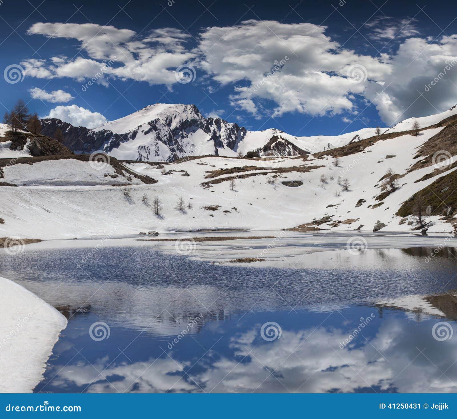 Озеро на Col De Vars пропуска, Альпах, Франции