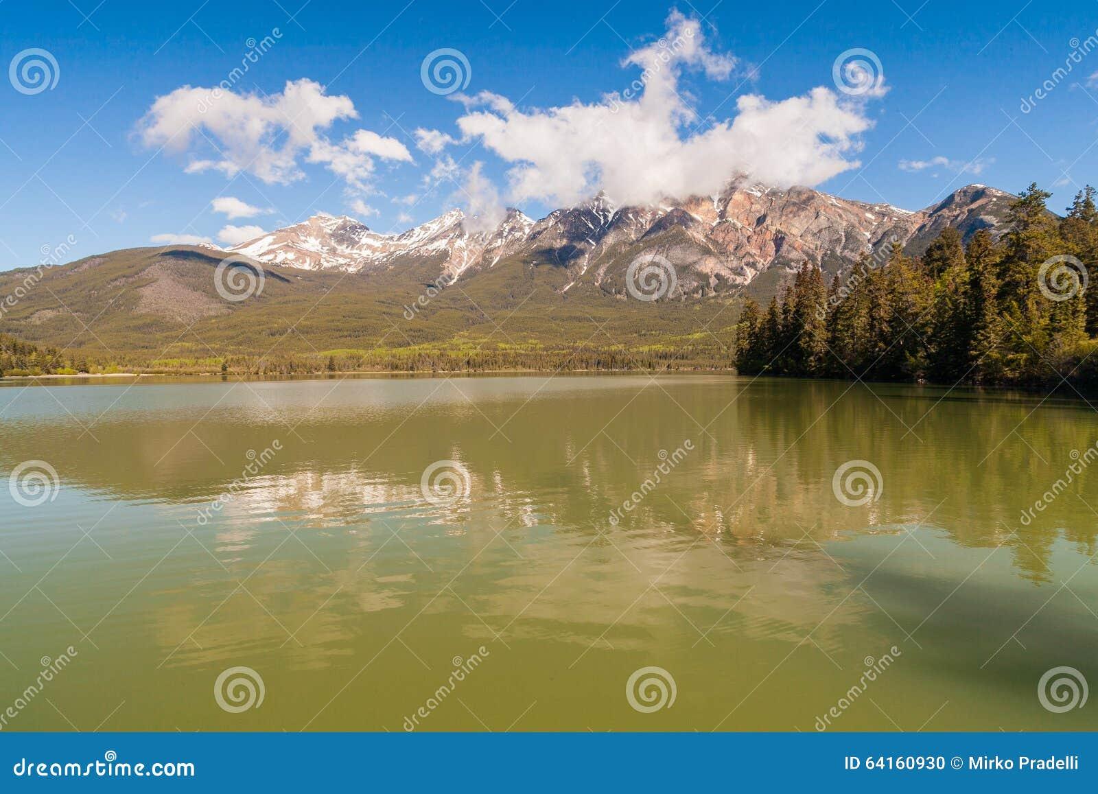 Озеро Патриция, Альберта, Канада