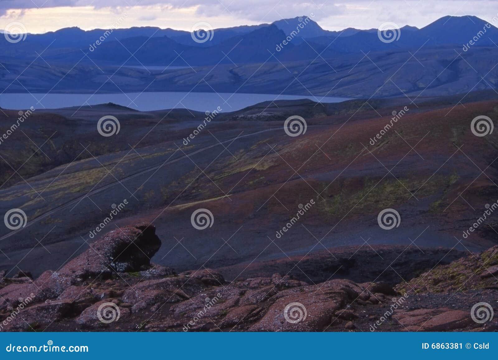 озеро пустыни вулканическое