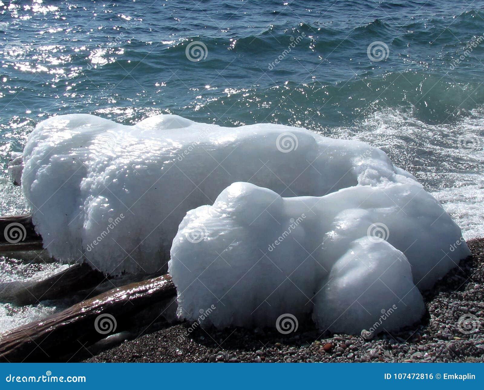 Озеро Торонто блок льда 2015