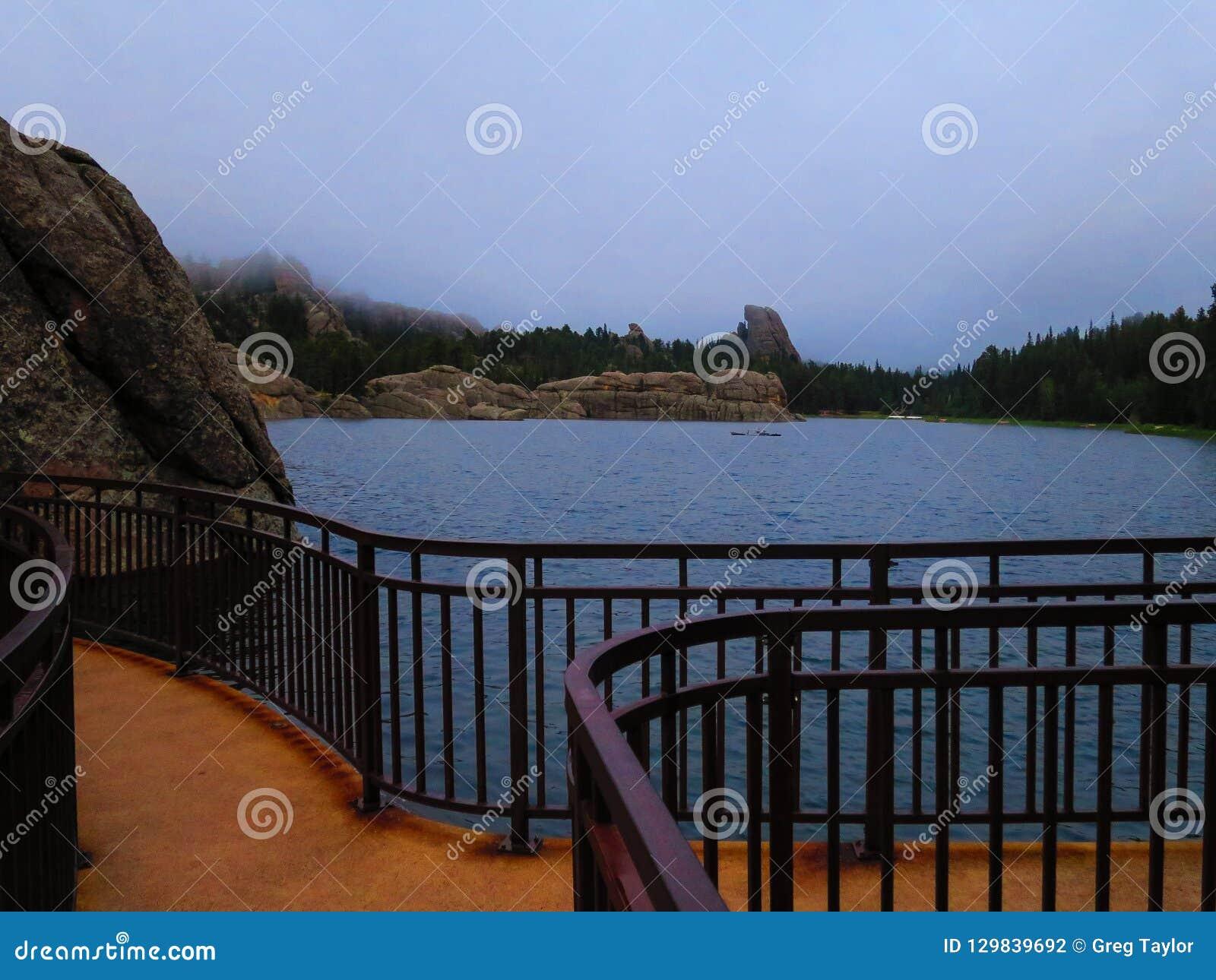 Озеро туманная гор в Black Hills