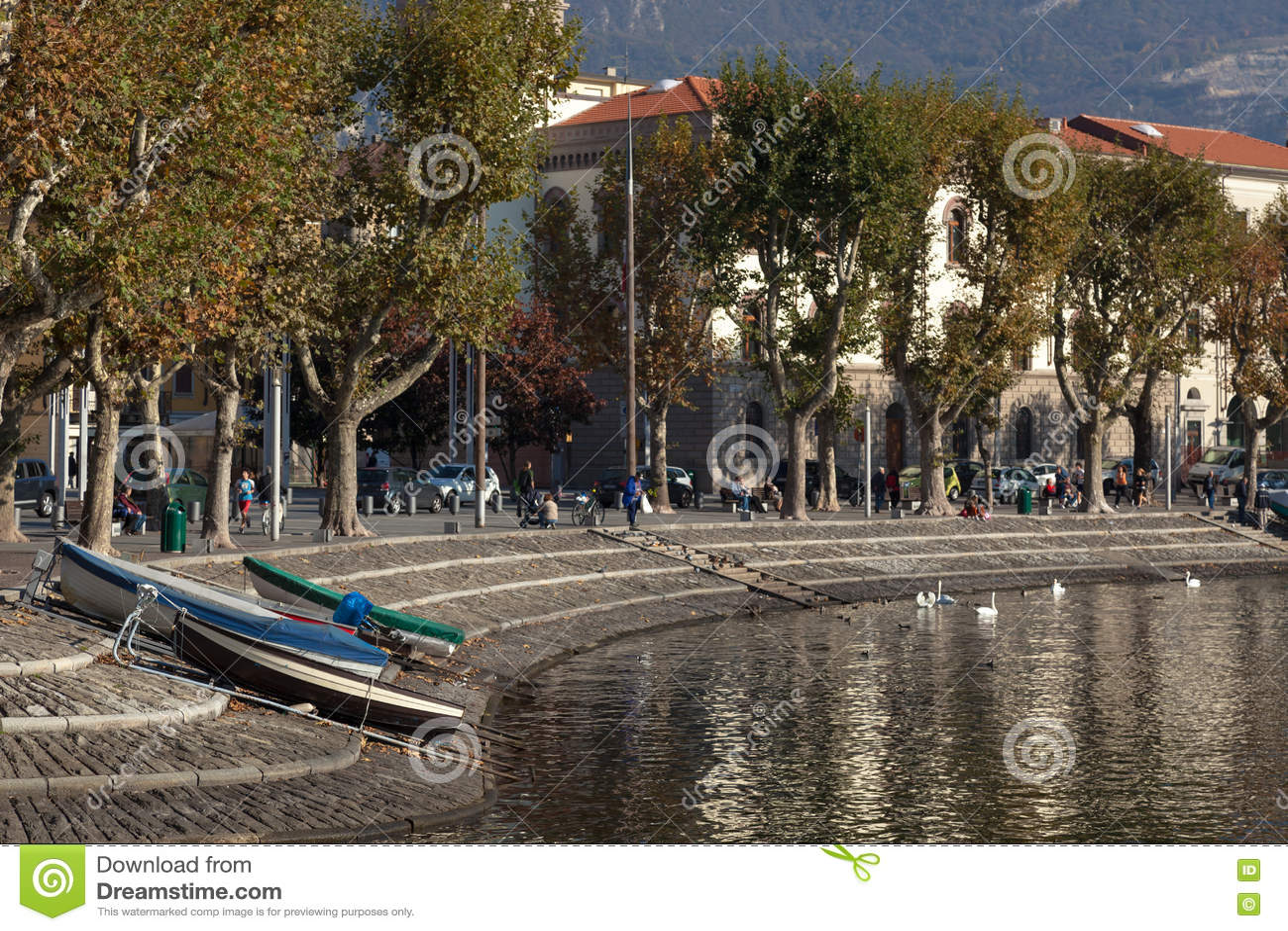 ОЗЕРО COMO, ITALY/EUROPE - 29-ОЕ ОКТЯБРЯ: Lecco на озере Como в Ita