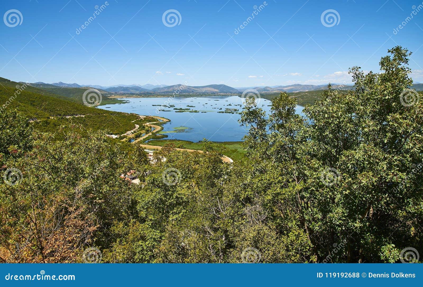 Озеро Deransko, часть природного парка Hutovo Blato, Босния и Herz